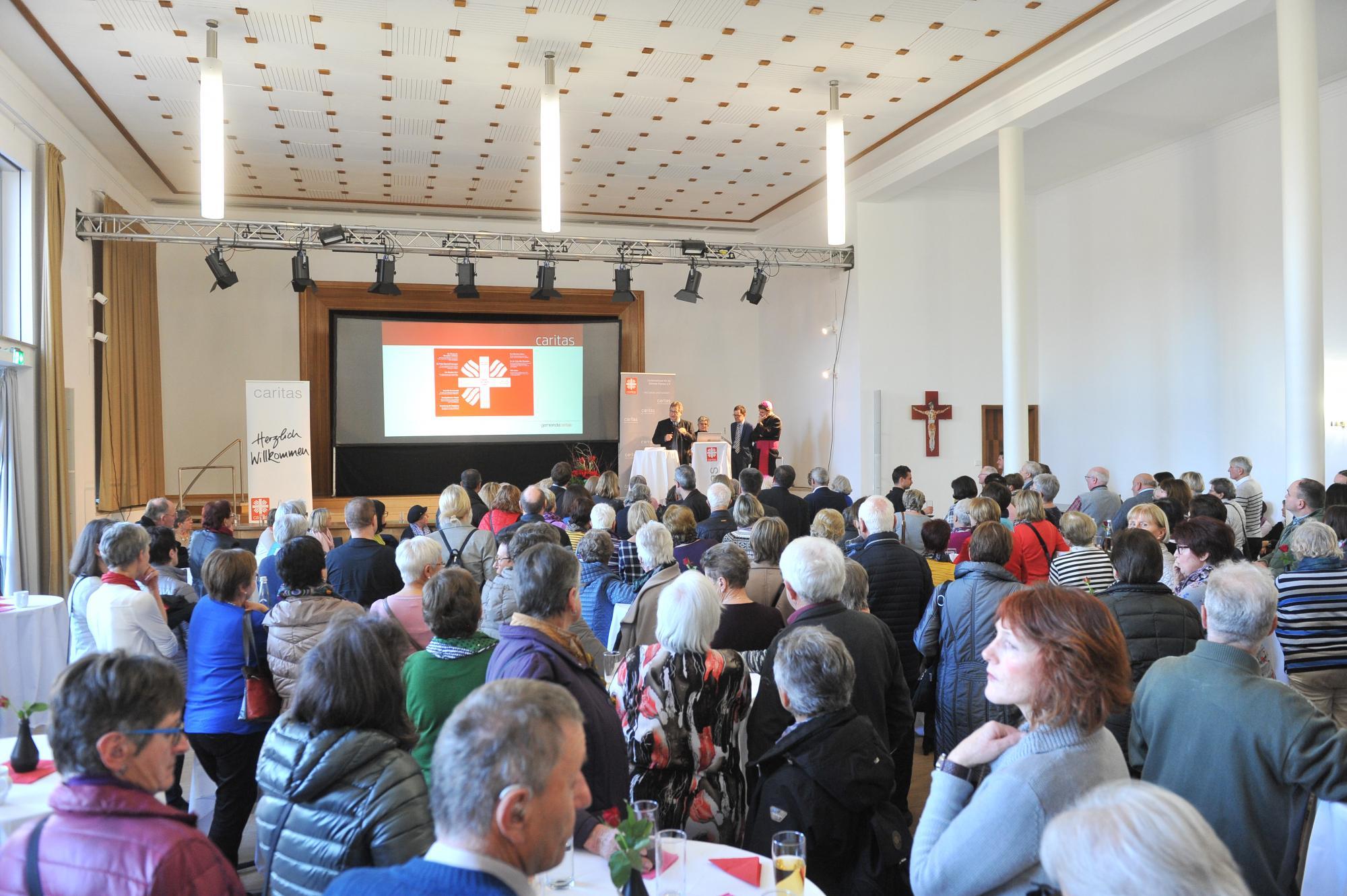 Über-450-Ehrenamtliche-beim-Treffen-in-St.-Valentin-8822