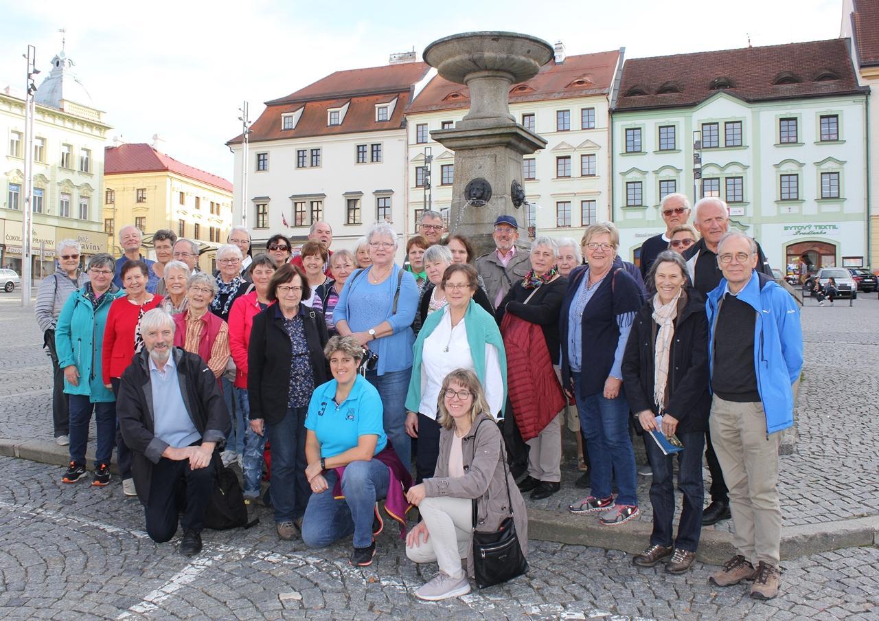 1591_Pilgergruppe Stadtpl Klattau_01B