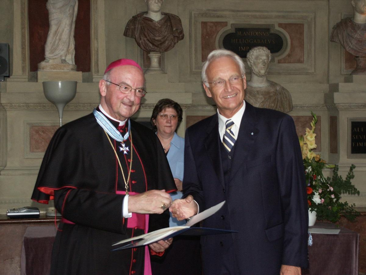 Bischof Schraml erhält den Bayerischen Verdienstorden