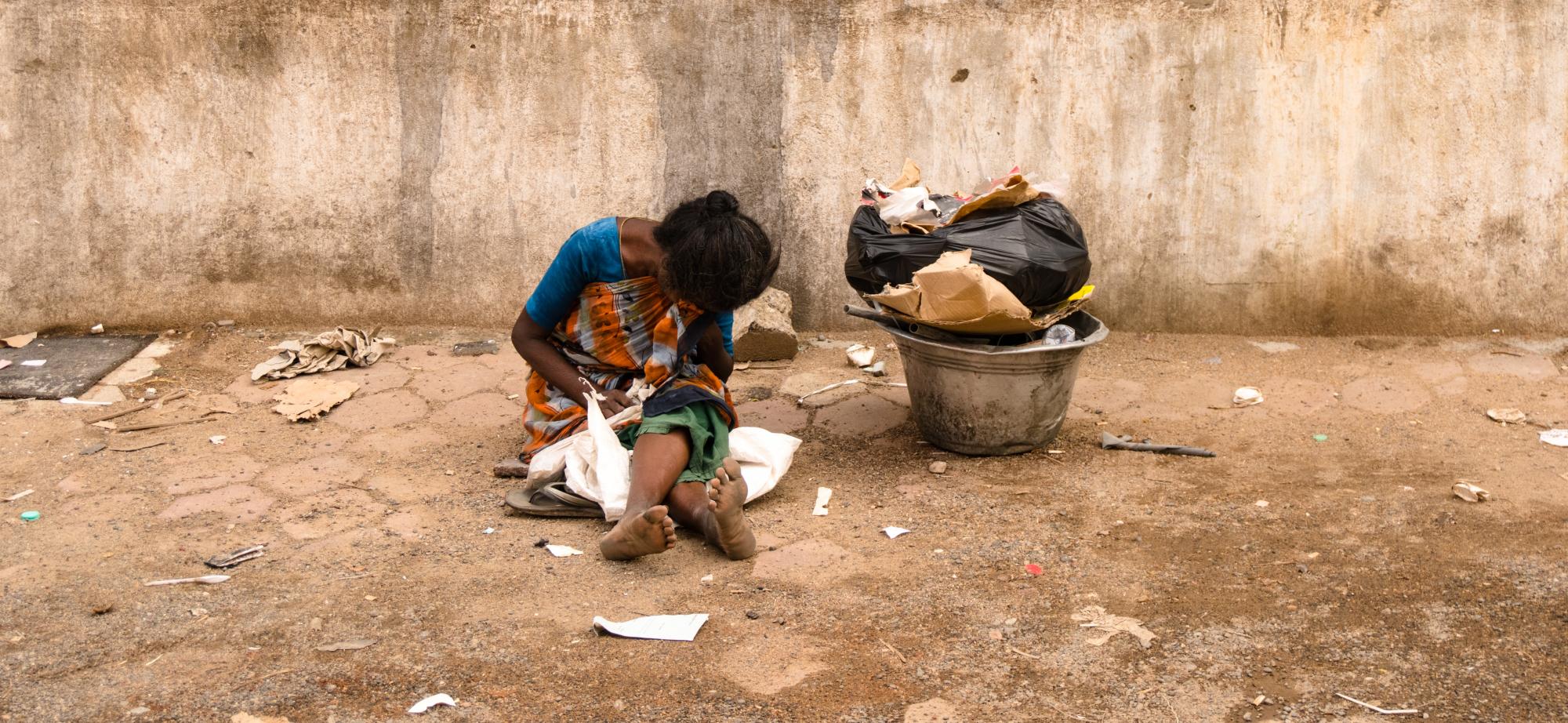 Armut_Frau_karthikeyan-k-unsplash