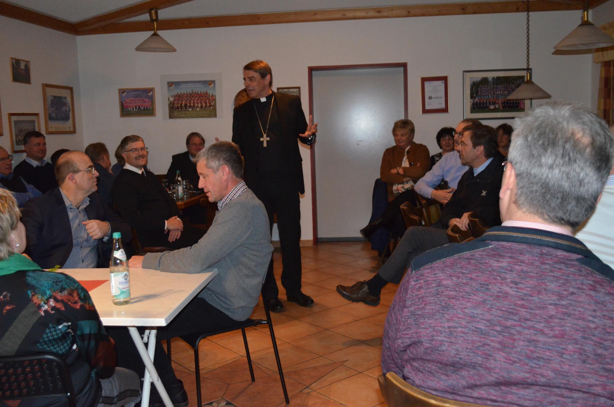 Bischof-diskutiert-mit-PGR-und-KV