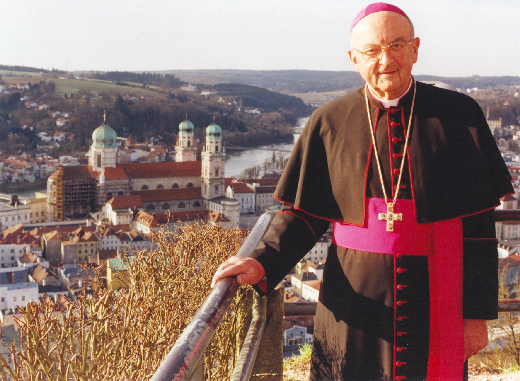 Bischof_Schraml_Foto-Friedenberger