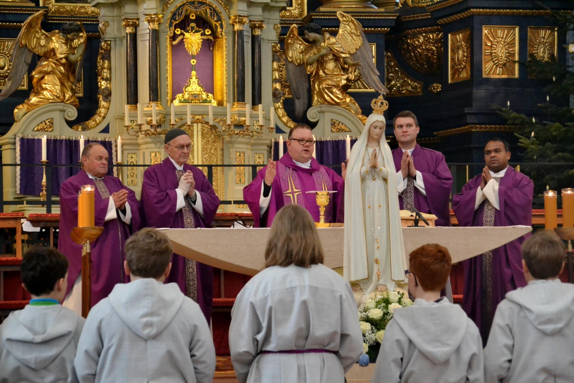 Fatima Apostolat feiert Festmesse Gnadenstunde mit Marienweihe 8 12 2019 1