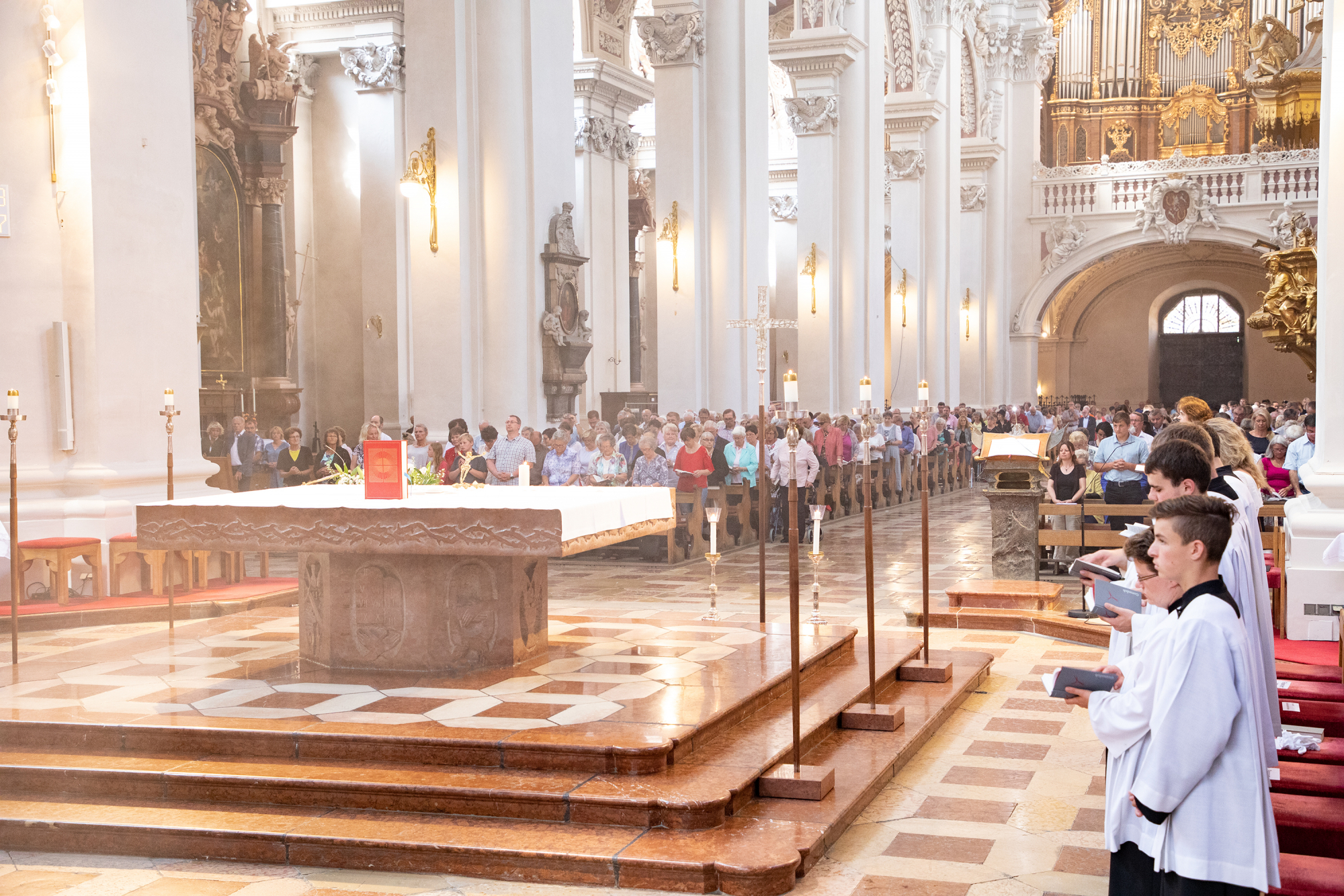 Gottesdienst im Stephansdom low