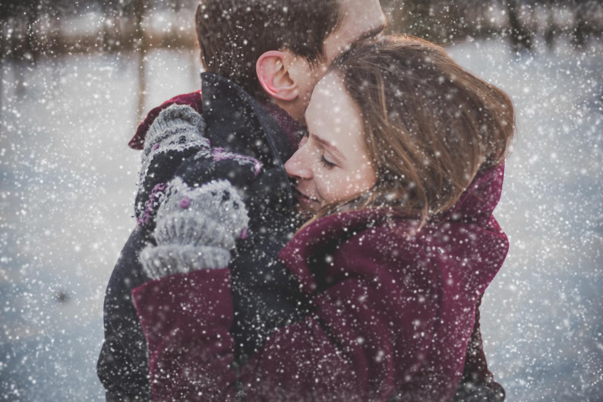 Umarmung im Schnee