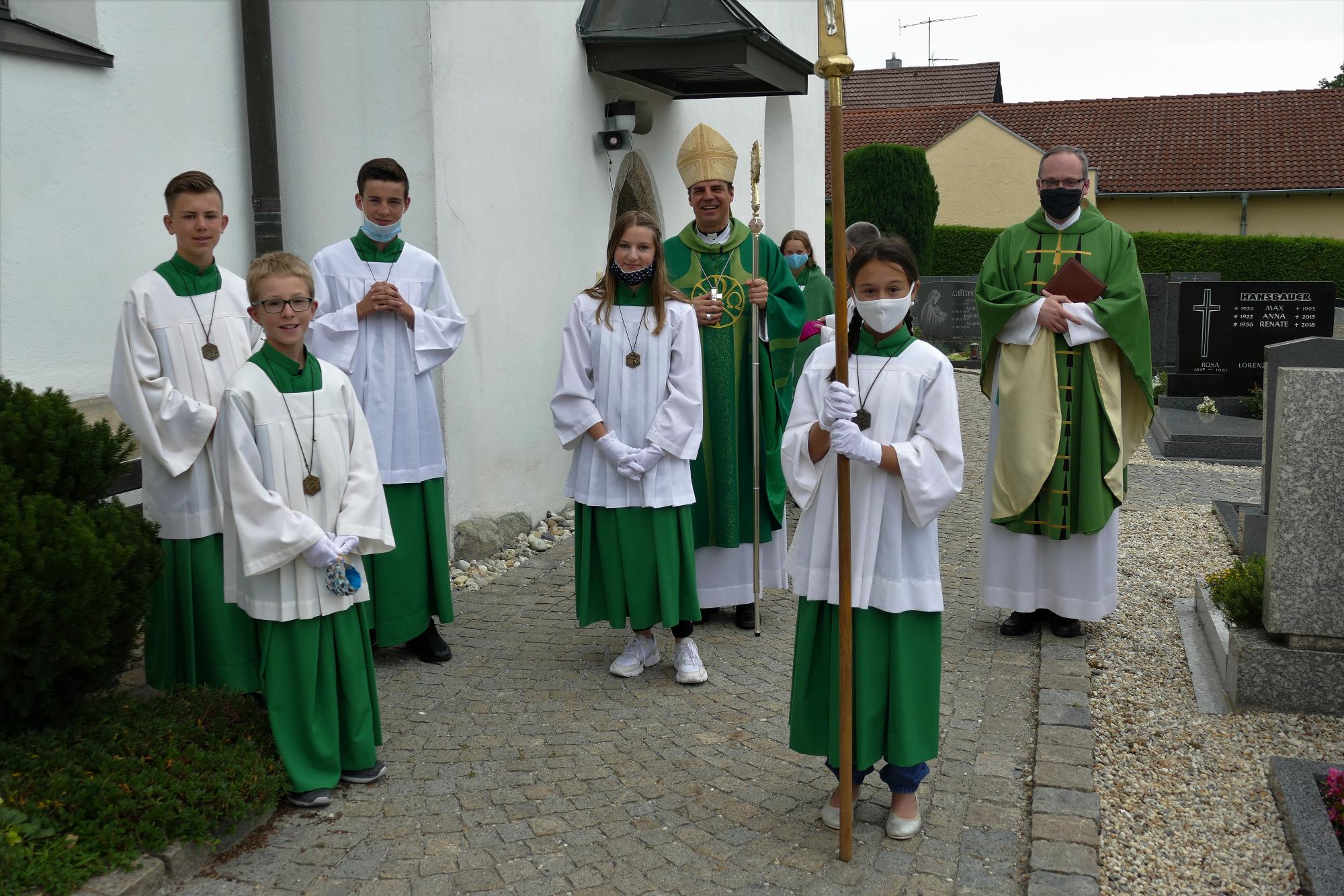Bischof und ministranten