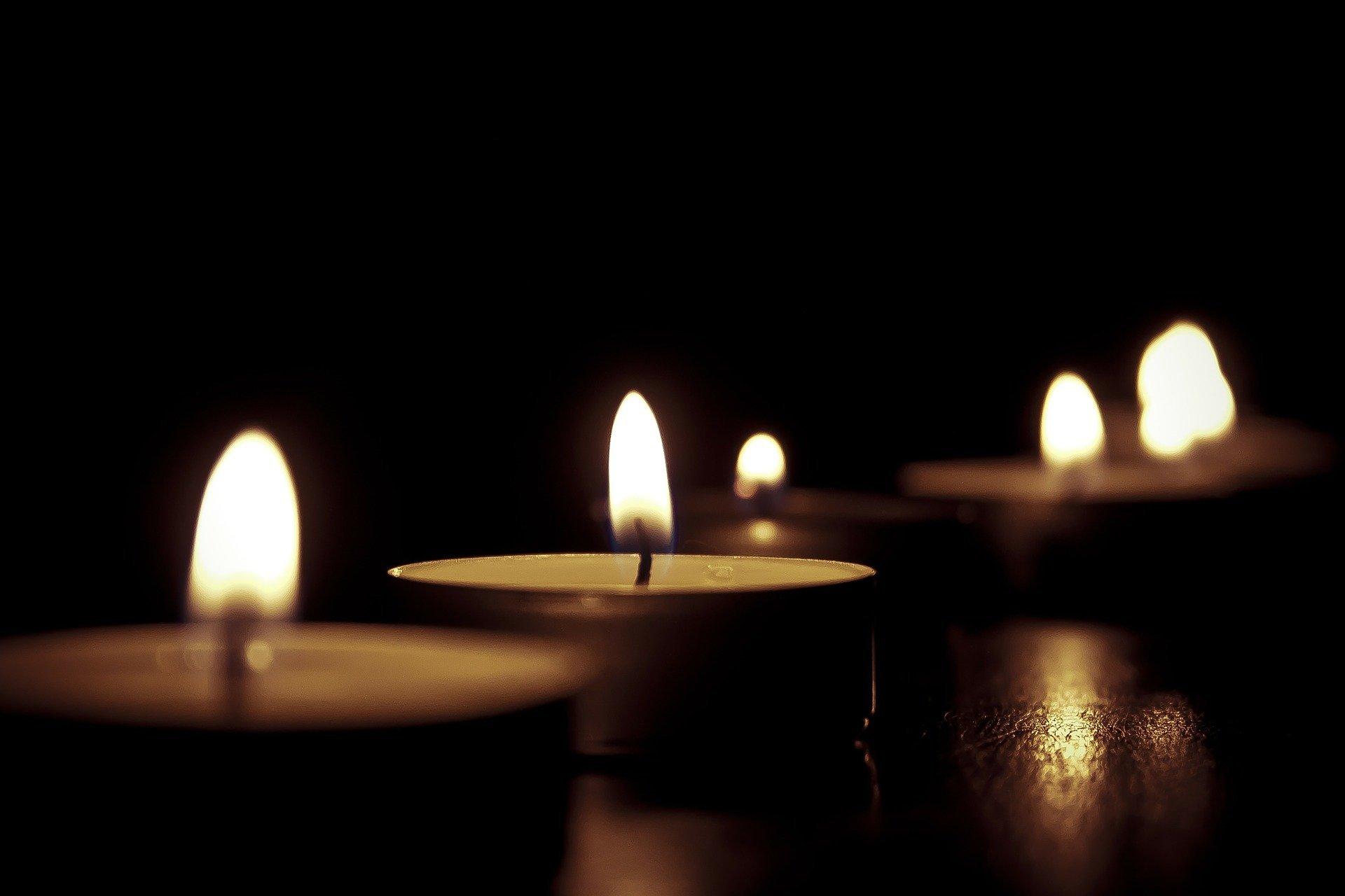 Candles 209157 1920 Bild von Katie Phillips auf Pixabay
