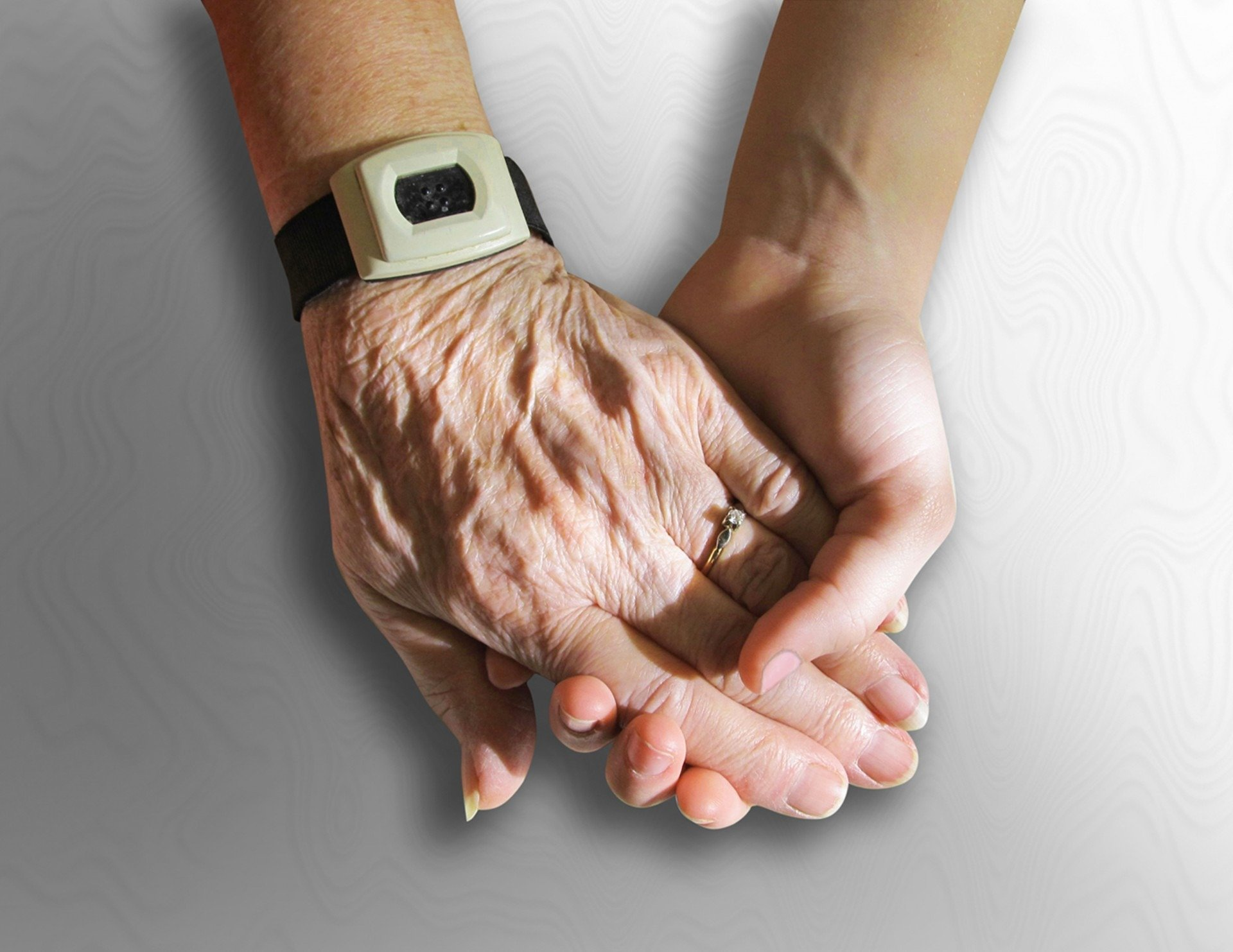 Hand Pflege PublicDomainPictures from Pixabay