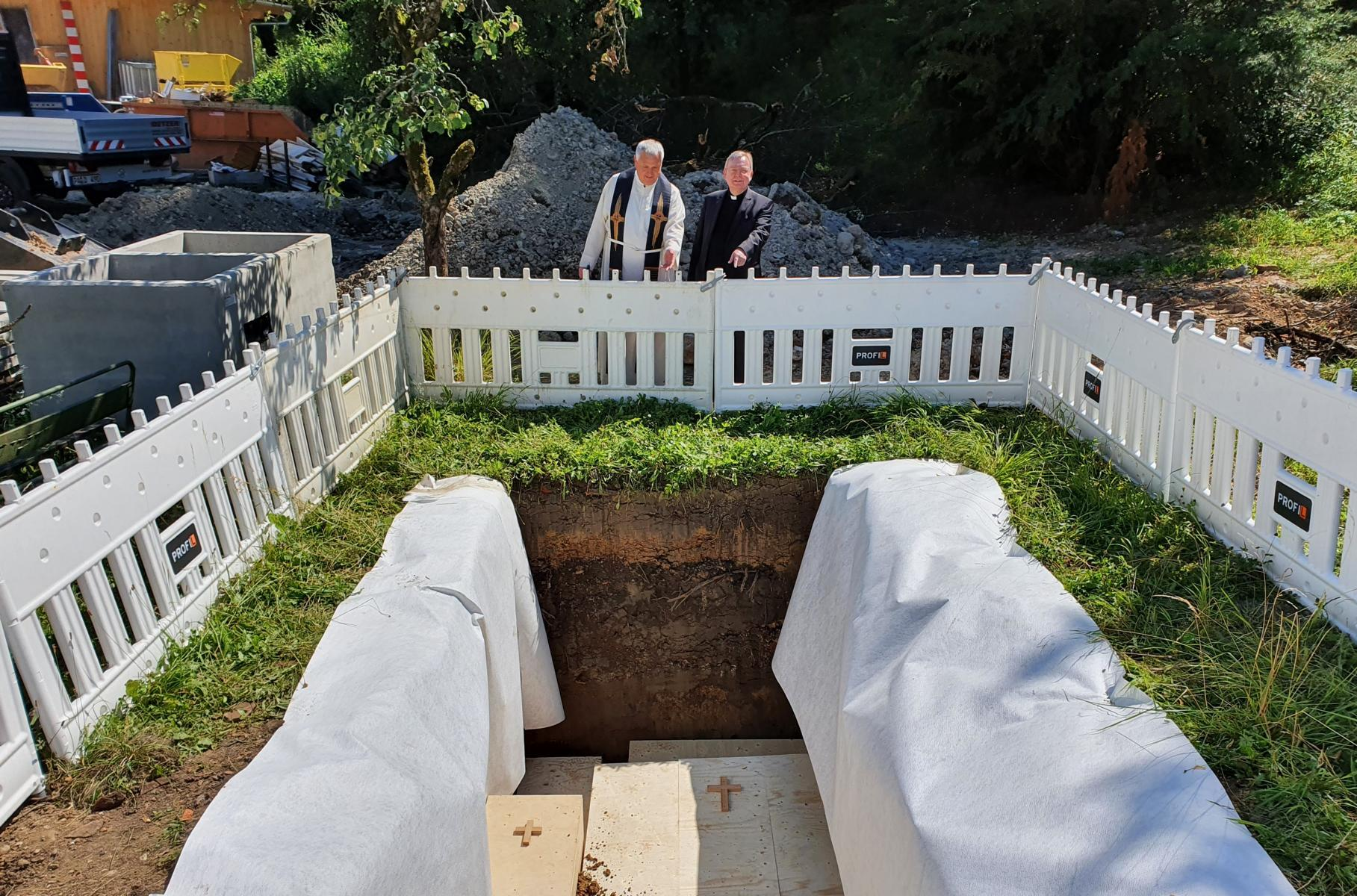 Juli20 beerdigung gebeine1