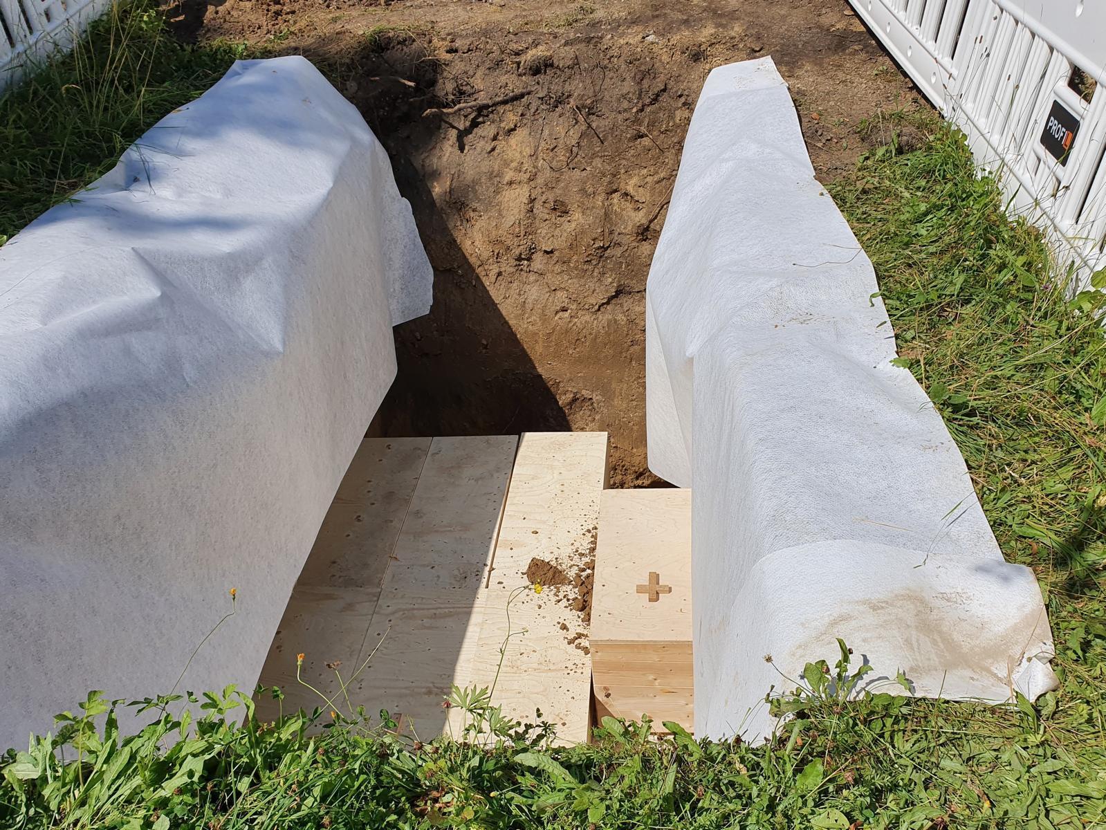 Juli20 beerdigung gebeine3