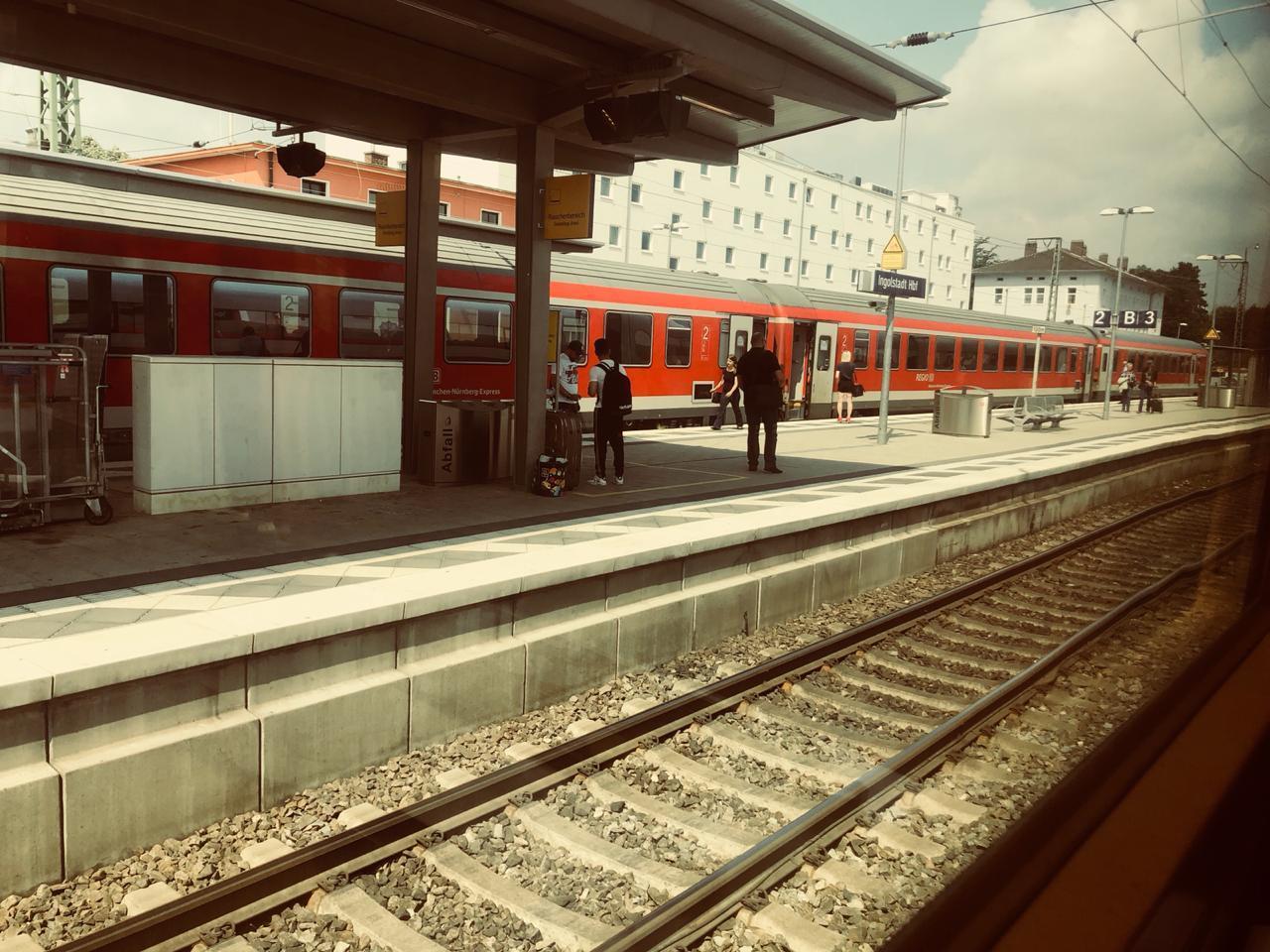 Bahnhof_Du_musst