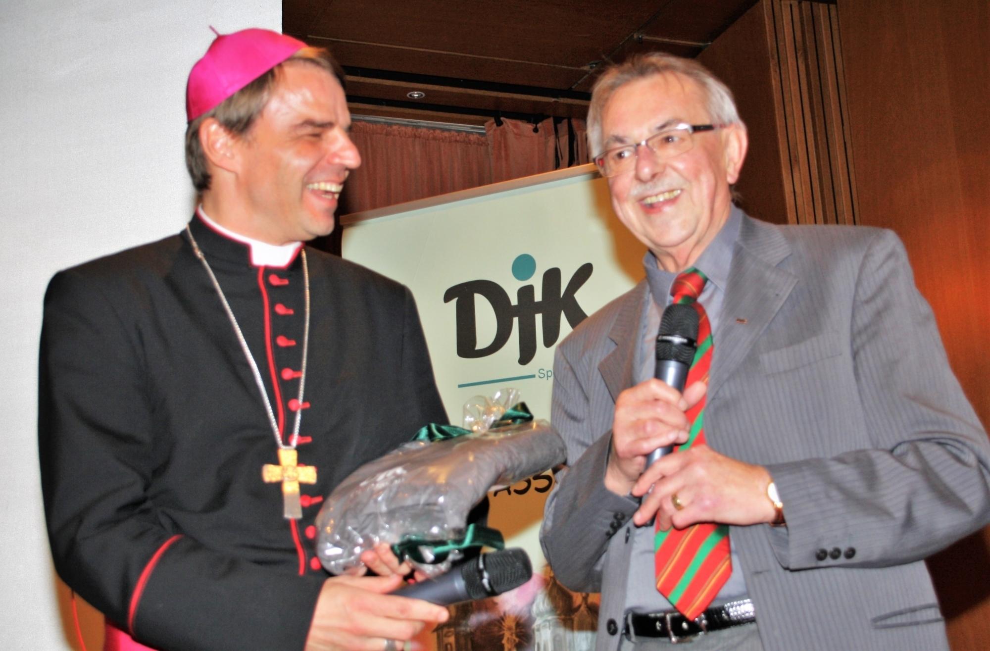DJK-Vorsitzende Klaus Moosbauer Bischof Stefan Oster