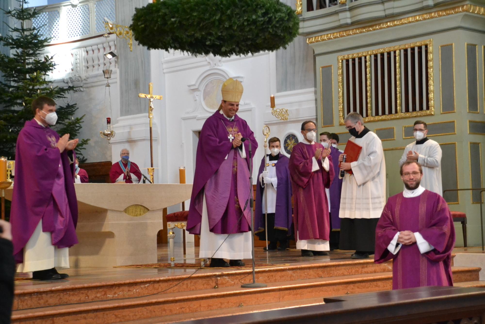 Diakonenweihe von Peter Bosanyi in AO durch Bischof Oster 5 12 2020 25