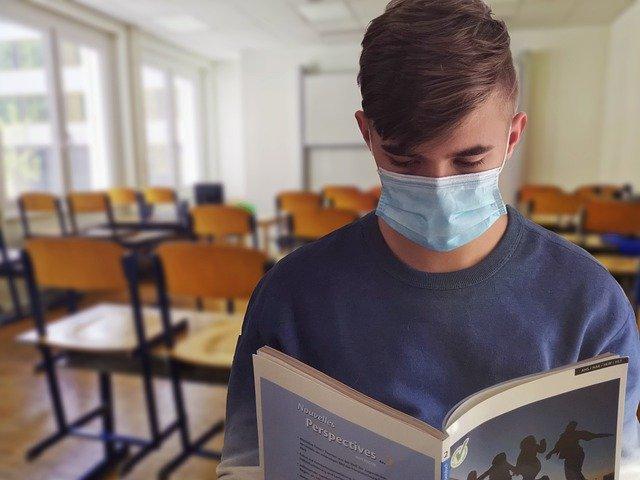 Student Maske