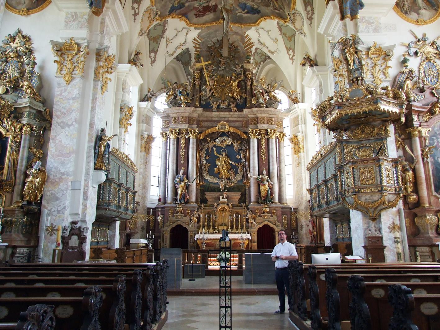2021 08 23 wallfahrtskirche feichten impressionen1 blick auf hochaltar pfarrer michael witti