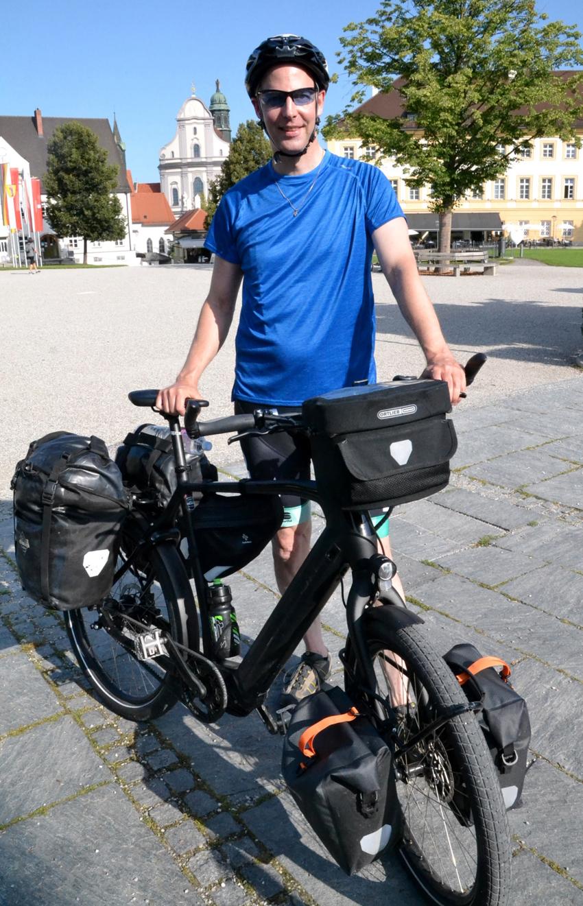 2020 08 03 aoelfb pfarrer markus hartung wallfahrer altoetting rad