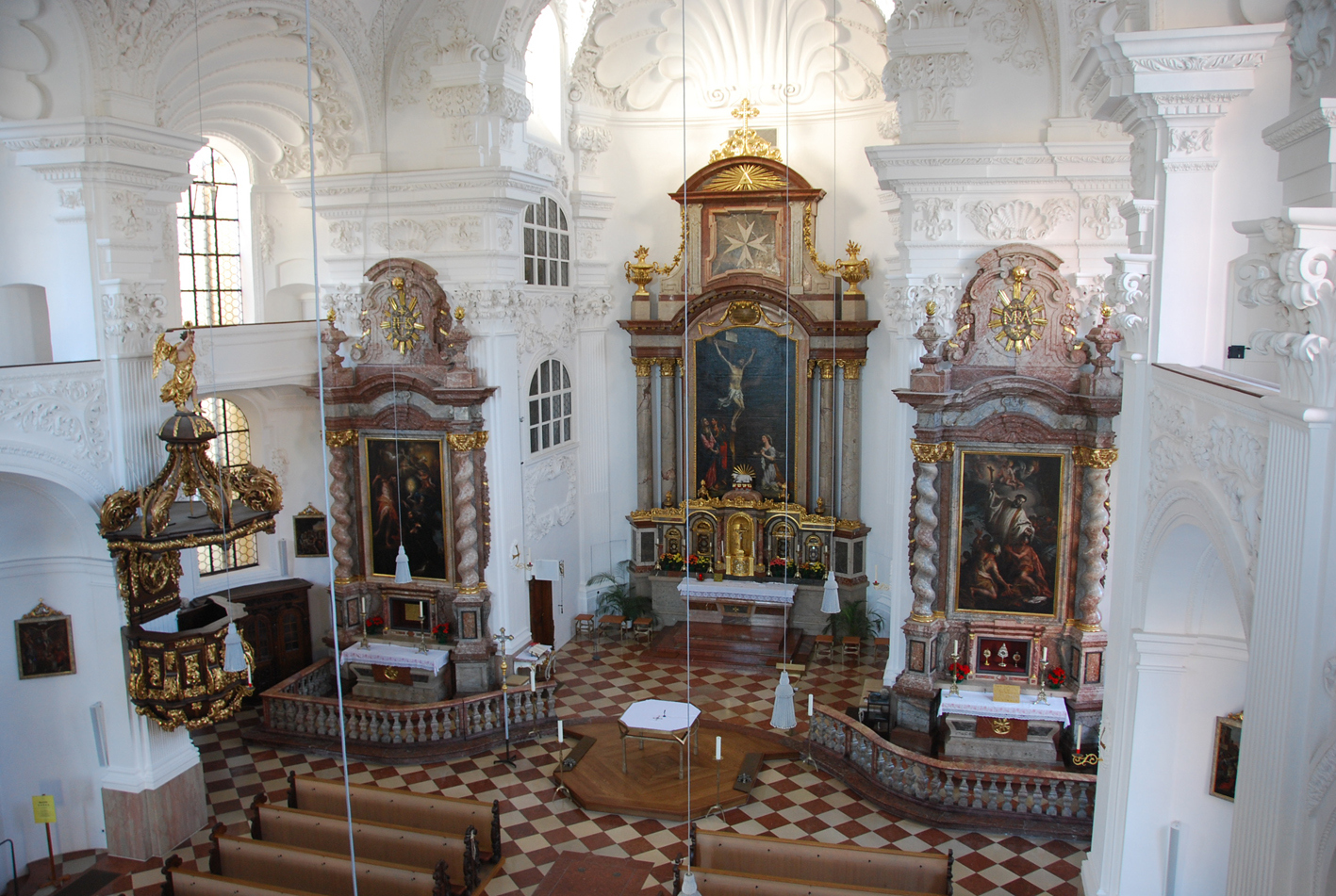 2020 08 12 aoelfb blick in die kirche stmagdalena altoetting