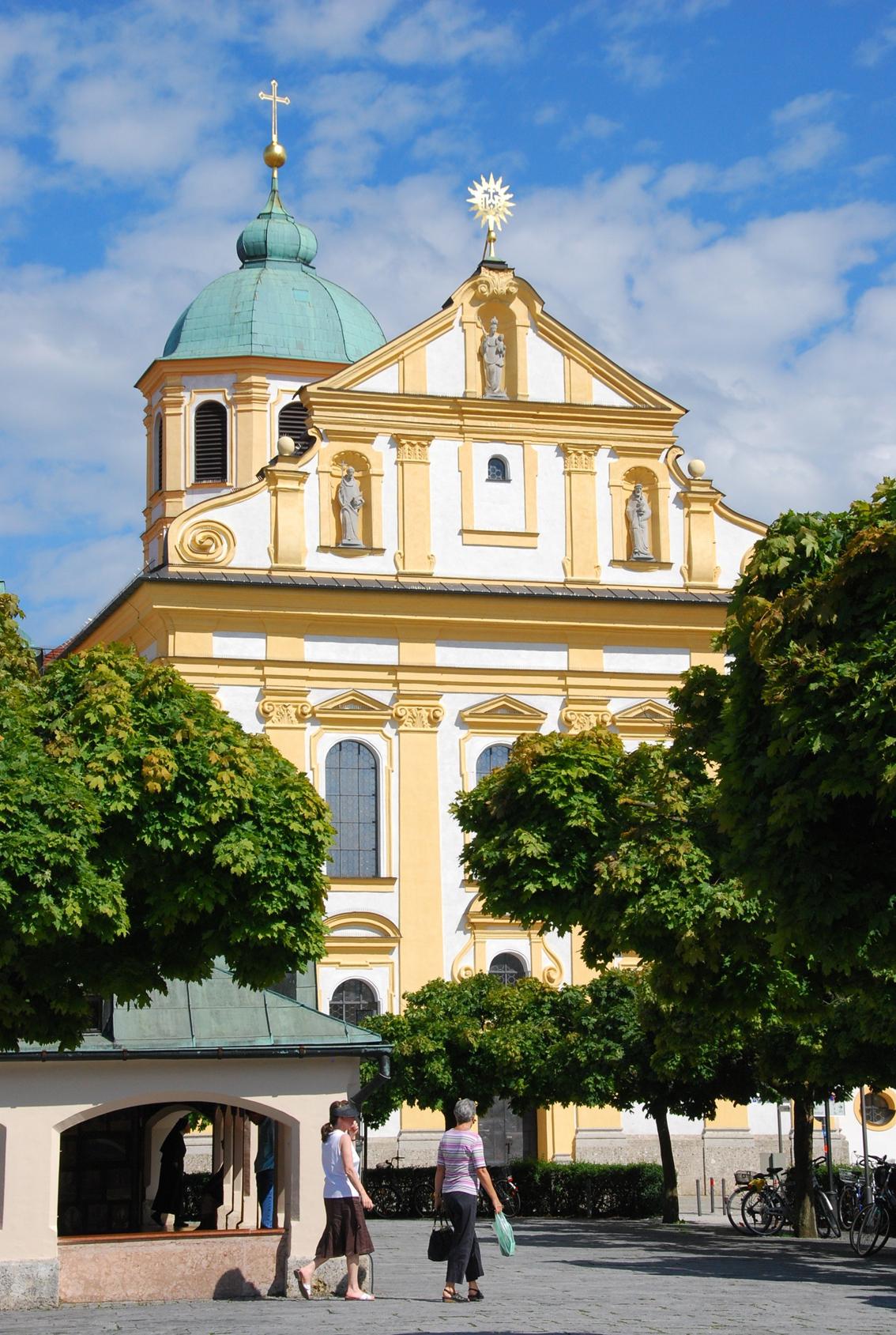 2020 08 12 aoelfb kirche und kloster stmagdalena altoetting aussen