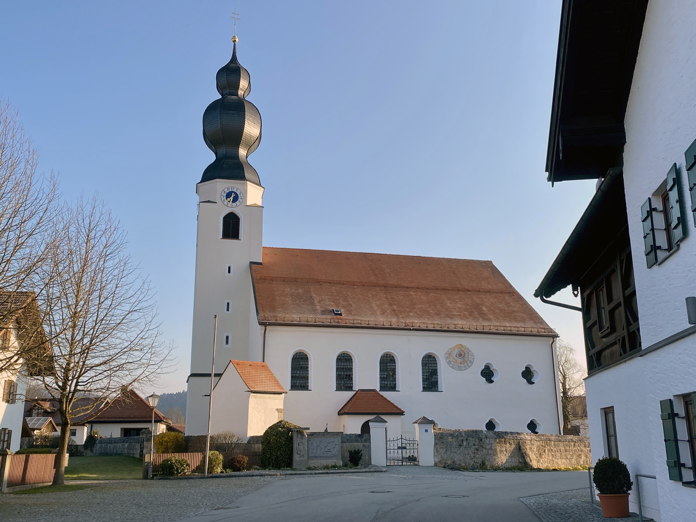2021 05 17 aoelfb niedergottsau kirche mariae himmelfahrt aussen1