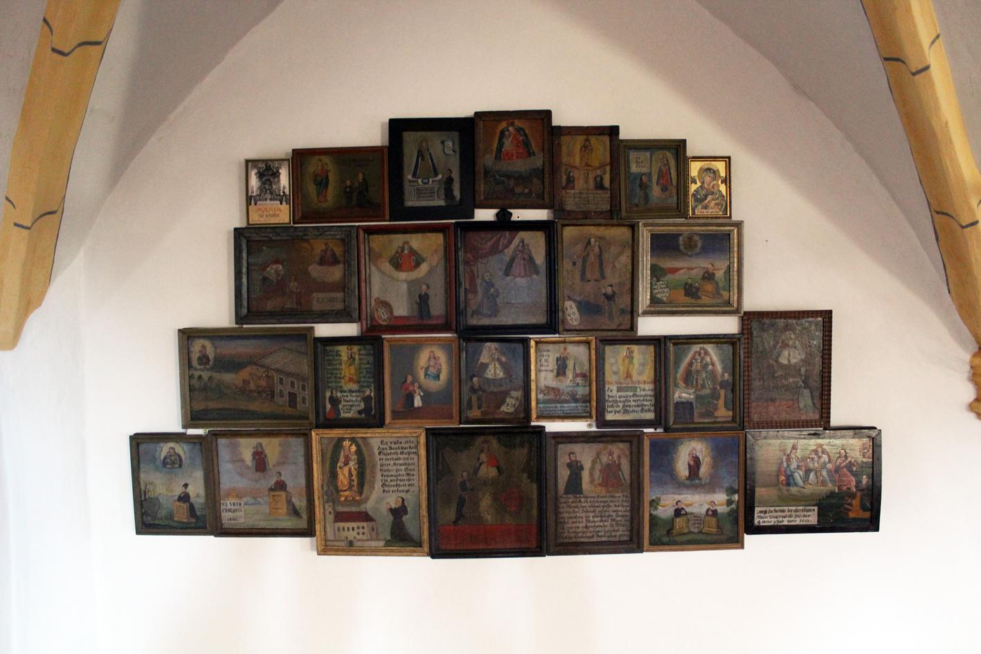 2021 05 17 aoelfb niedergottsau kirche mariae himmelfahrt votivtafeln