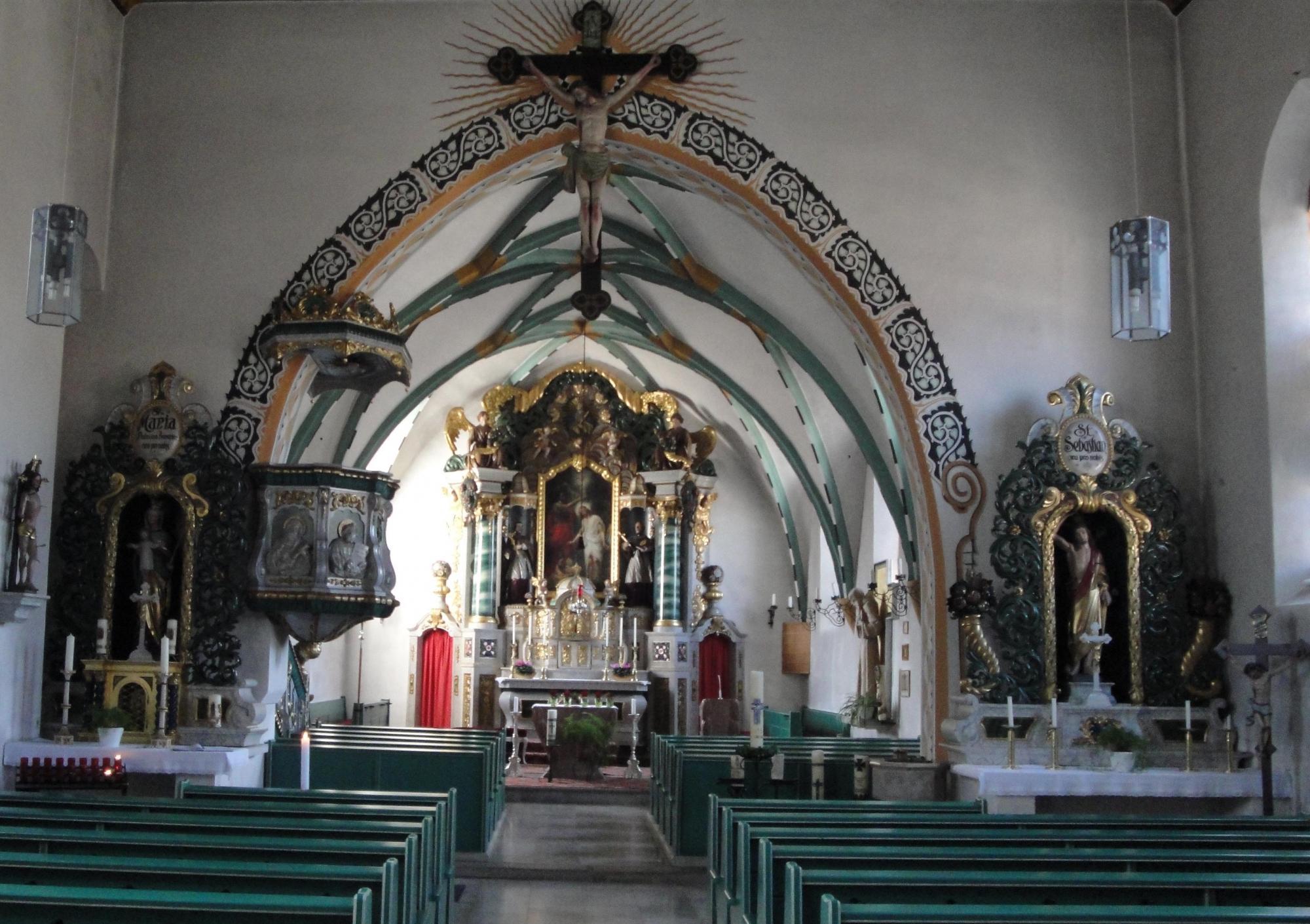 We Pfarrkirche innen