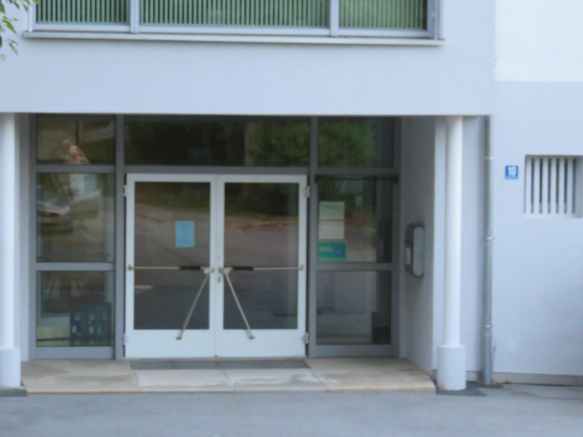 Seiteneingang Grundschule St. Anton
