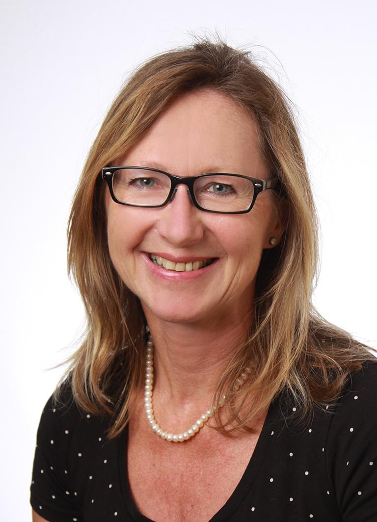 Pfarrsekretärin-Carola-Knott