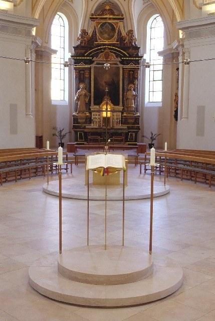 Blick vom Ambo zum Altar
