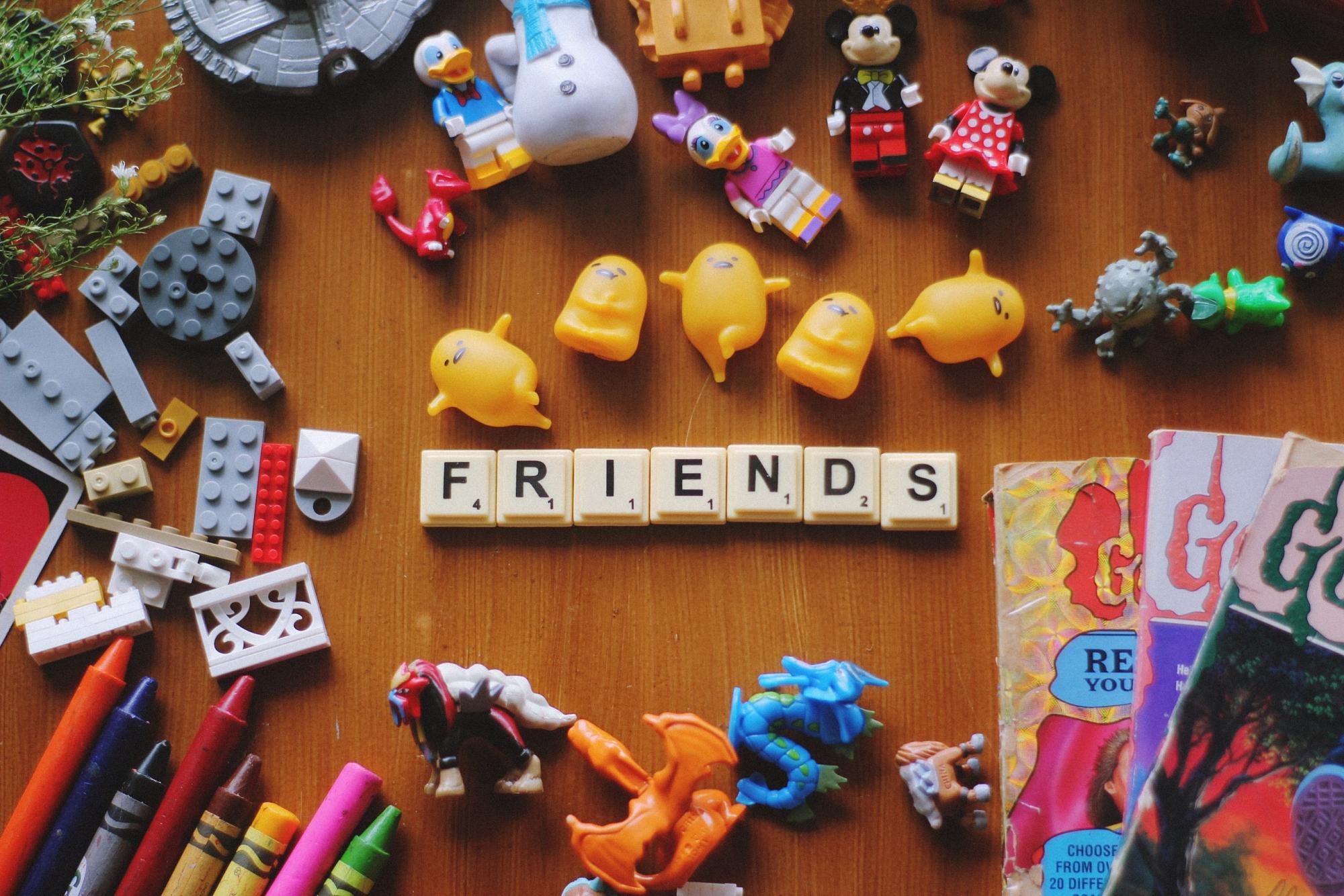 Hannah rodrigo Friends unsplash