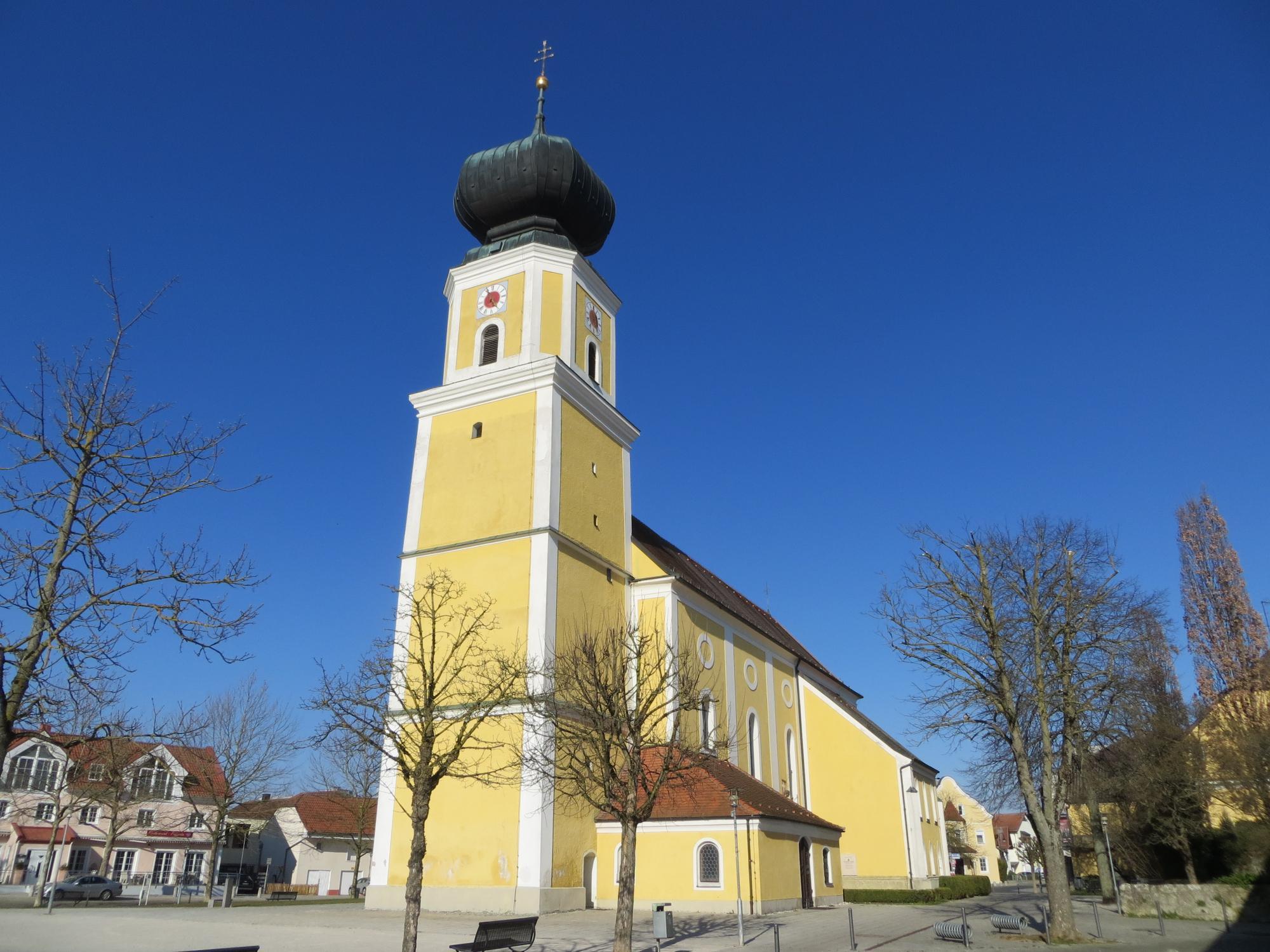 Pocking Pfarrkirche außen 3