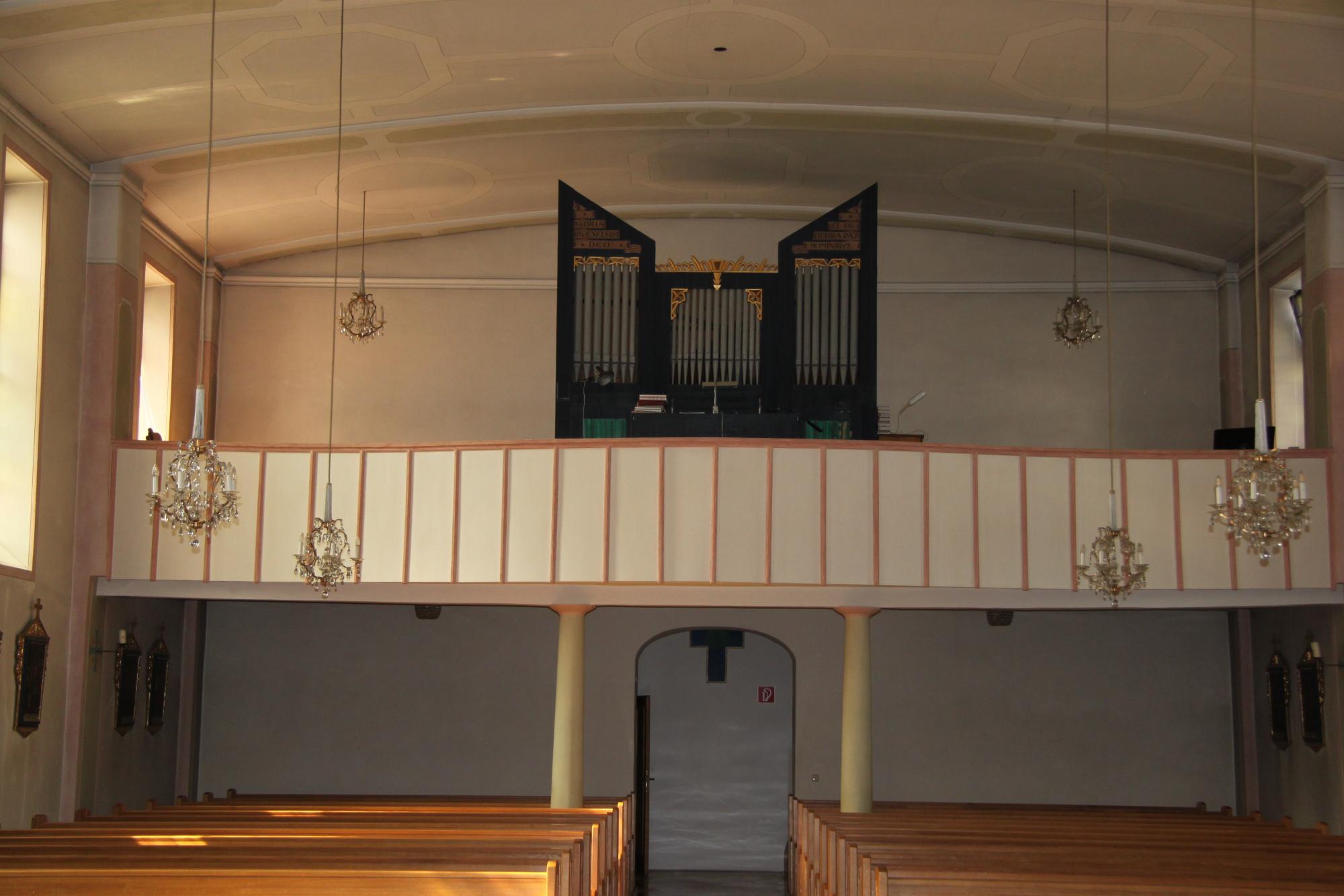 Empore-mit-Orgel