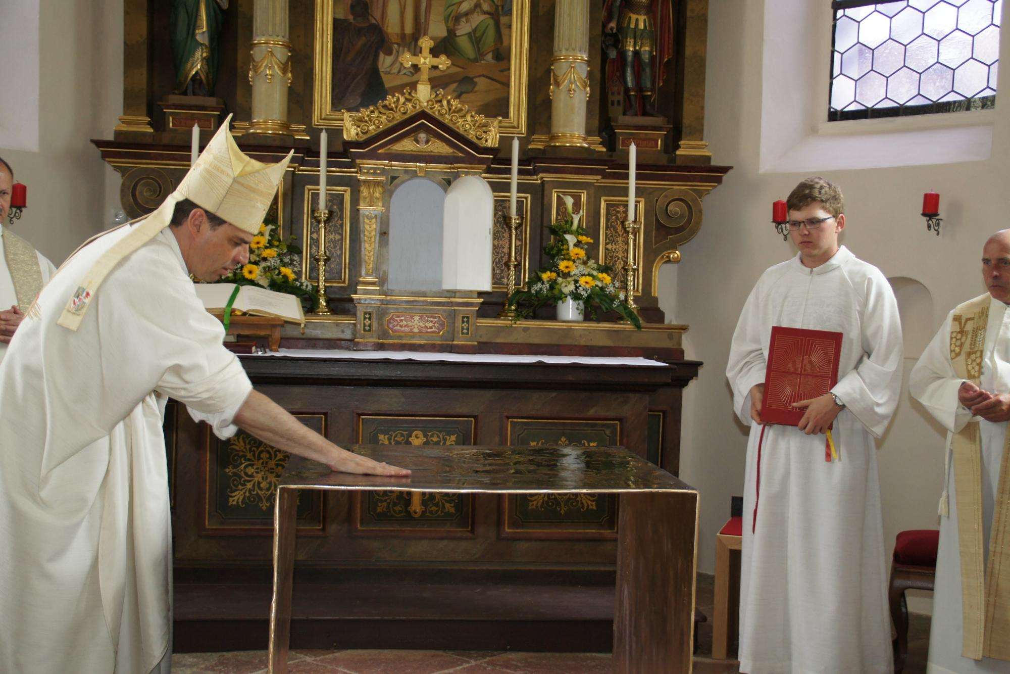 Altarweihe-Lengsham-DSC06300