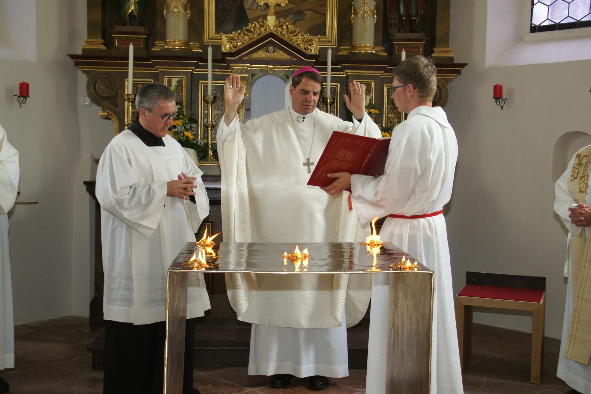 Altarweihe-Lengsham-DSC06309