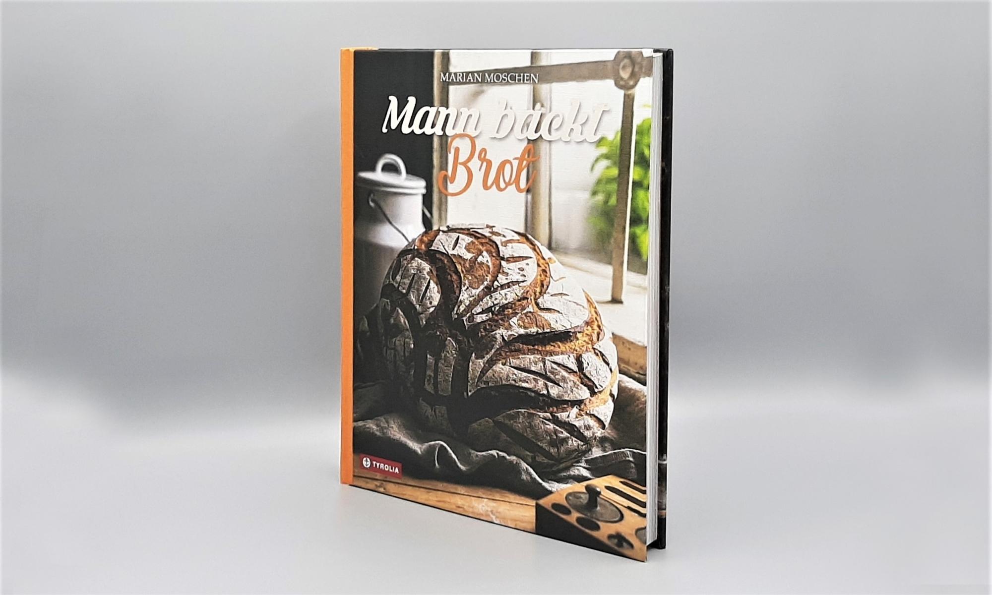 Mann backt Brot1
